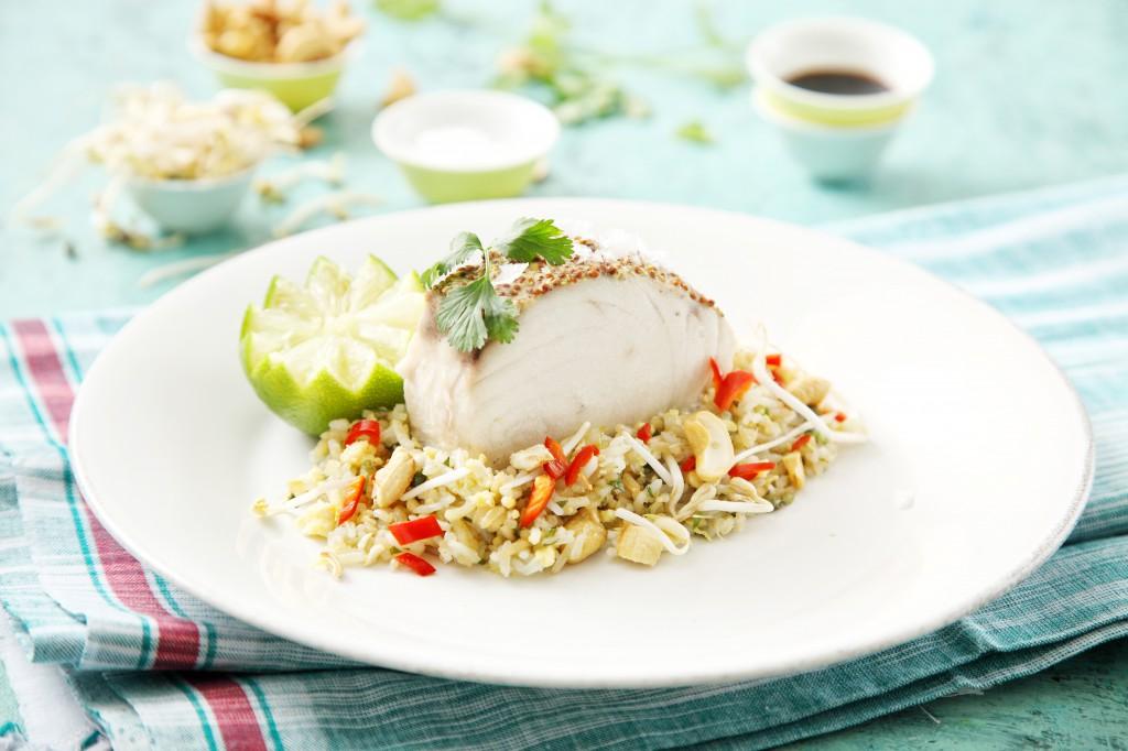 Butterfish s hrubozrnnou hořčicí, smaženou rýží se zázvorem, sójovými klíčky a koriandrem